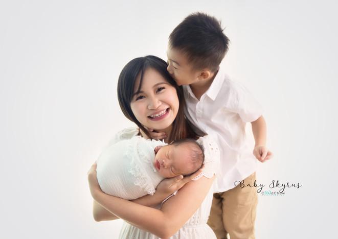 Skyrus Newborn 25.jpg
