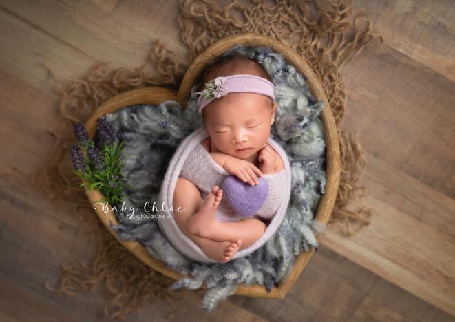 Chloe Newborn 10.jpg