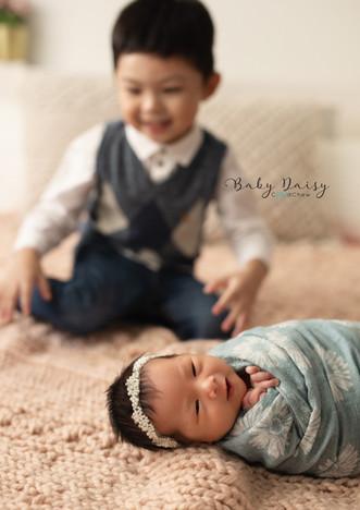 Daisy newborn-011.jpg