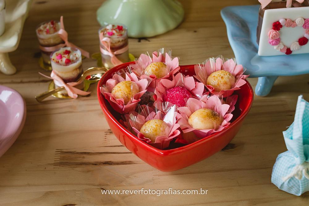 fotografia de decoração de festa infantil doces finos