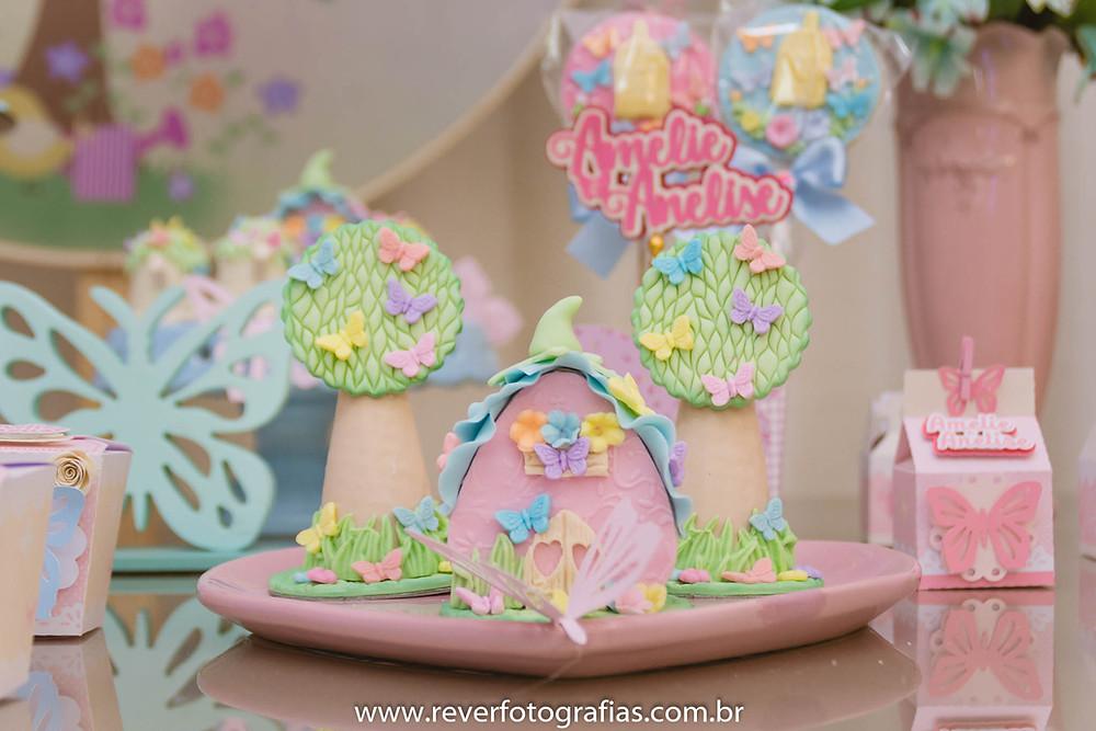 fotografia de doces de festa infantil decorados tons suaves