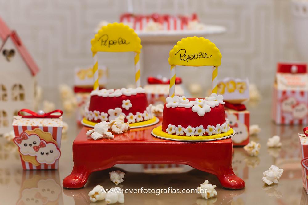 fotografia de doces personalizados com tema pipoca