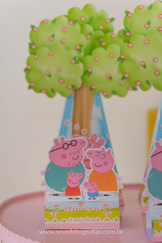 fotografia de caixa de doces personalizada da peppa pig