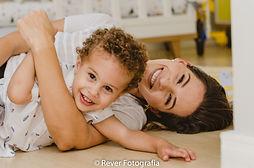 ensaio familia mamãe e bebê aracaju sergipe lifstyle fotografa foografia fotógrafo em casa externo família sessão de fotos