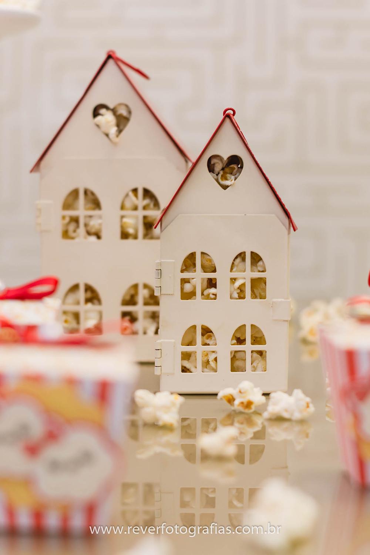 casa de papel para decorar festa infantil com tema pipoca