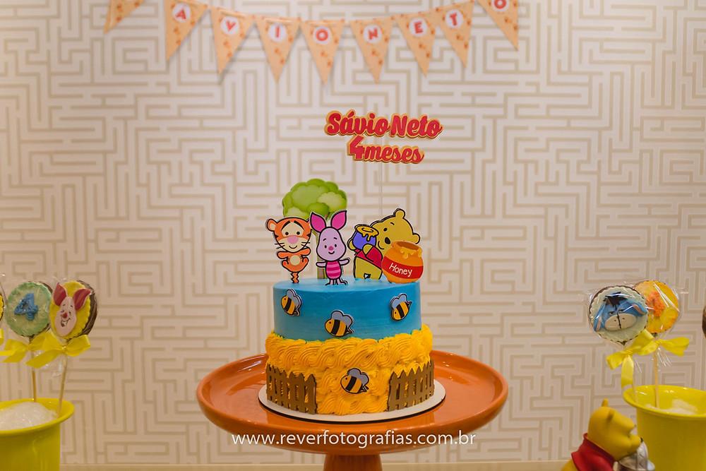 bolo de festa infantil decorado com tema do ursinho pooh