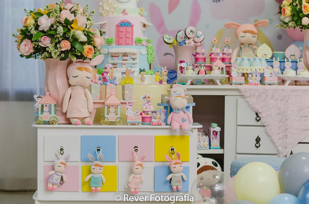 fotografia de mesa de festa infantil decorada com tema Me Too