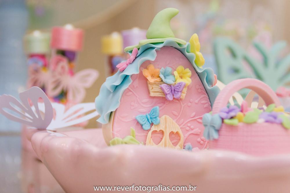 fotografia de doce de festa infantil decorado em pasta americana