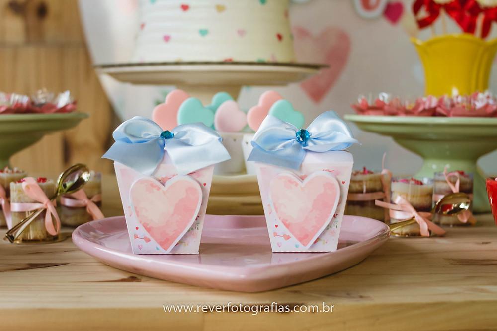 caixa festa infantil personalizada com corações