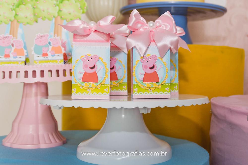 caixinhas decoração de festa personalizadas com tema da peppa pig