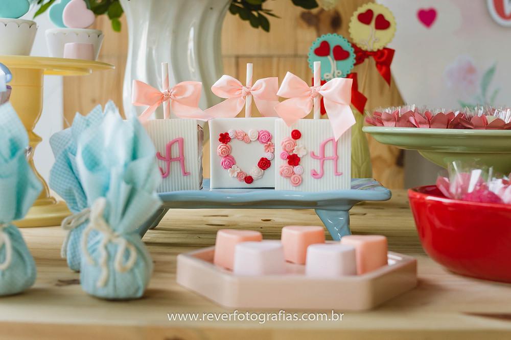 doces finos personalizados festa infantil menina coração