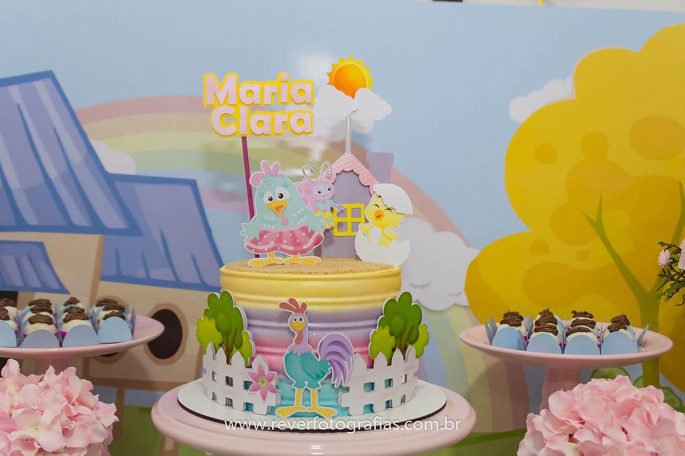 Fotografia de bolo da galinha pintadinha tons pastéis