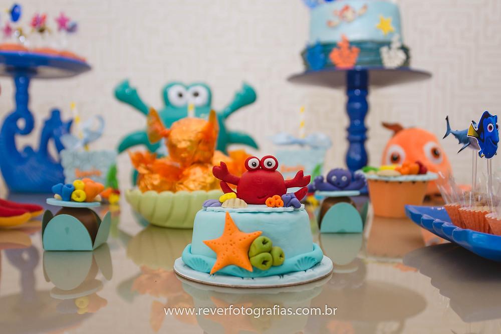 fotografia de decoração de festa infantil com tema procurando nemo