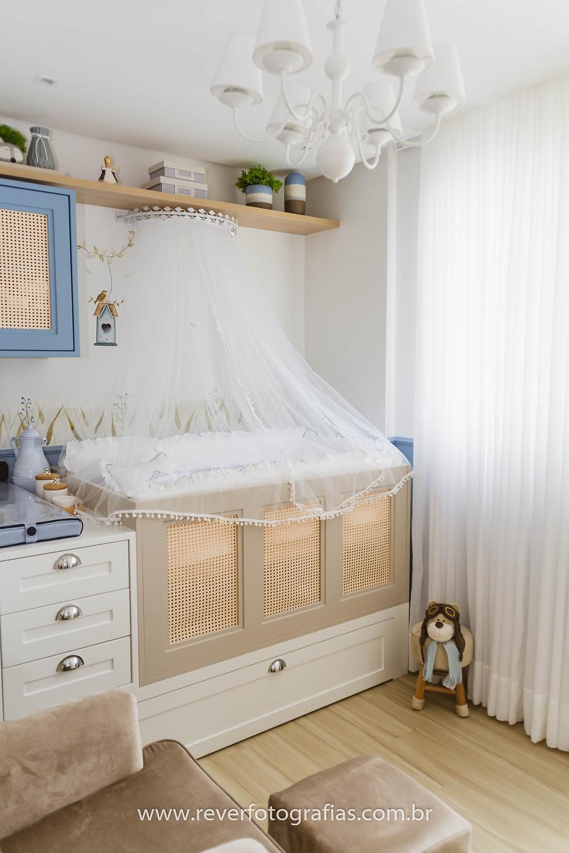 decoração quarto de bebê azul branco e bege