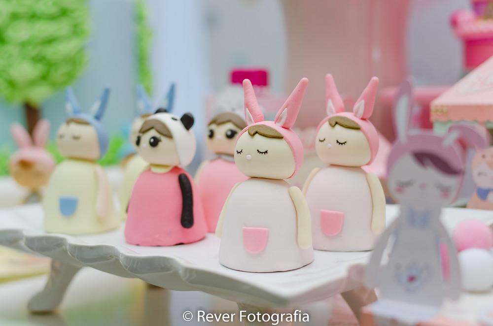 fotografia de doces personalizados de festa infantil com tema da boneca me too