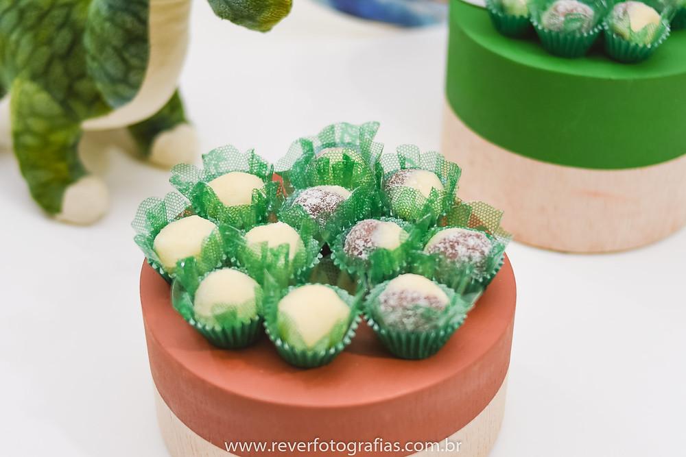 fotografia de doces de festa de aniversário