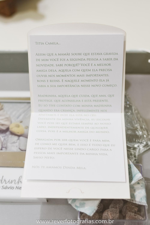 fotografia de carta com texto para convite de madrinha de batismo
