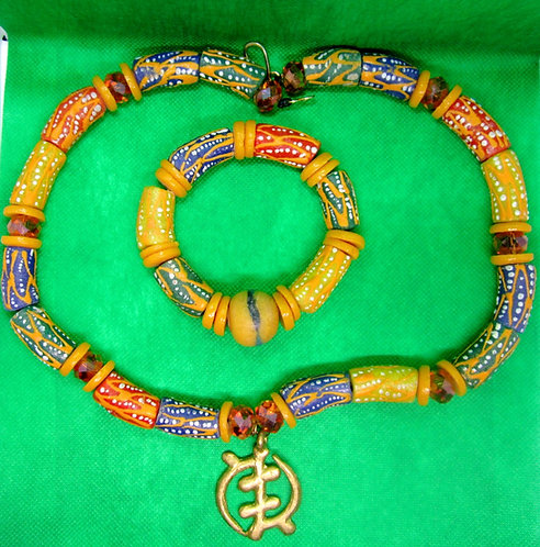 Trade bead & glass with Adinkra pendant (Gye Nyame, Unity in Diversity)