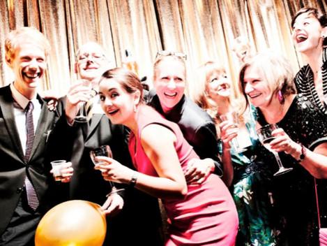 Exceso de alcohol o fotos inapropiadas en la cena de Navidad puede llevar a ser despedido