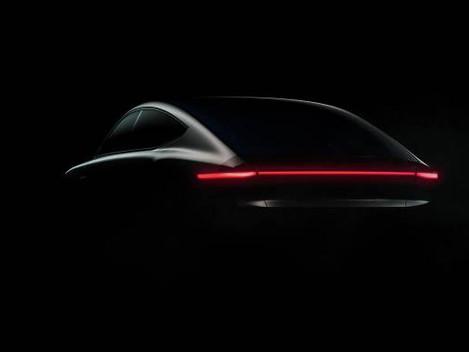 Ya hay fecha para la presentación del primer coche conducido con energía solar