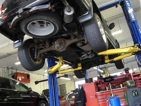Un mecánico cobra el seguro, se apropia del coche de la clienta y cierra el taller
