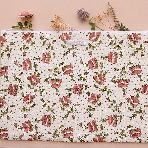 Pochette à ordinateur fleuri rose VOYAGE BY LA GIRAFE