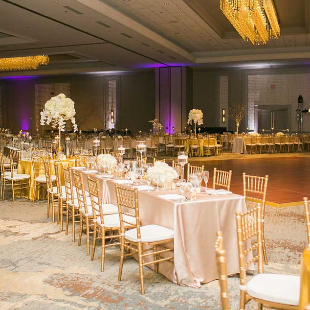 Indian-wedding-reception-gold-and-white-