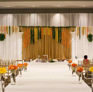 Indian-wedding-ceremony-open-drape-manda