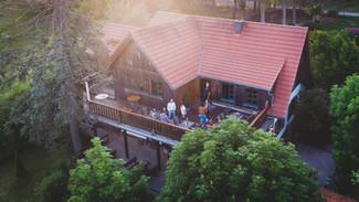 Die Sonnenterrasse der Lauschhütte.