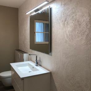 Badezimmer mit Wandspachteltechnik