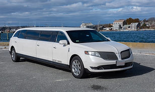 10p Lincoln MKT Stretch Limo.jpg