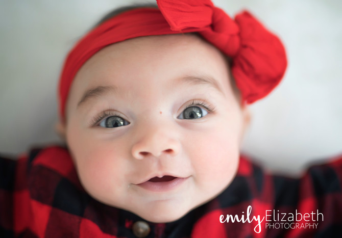 A sneak peek from these adorable cousins holiday mini session... How cute are they???