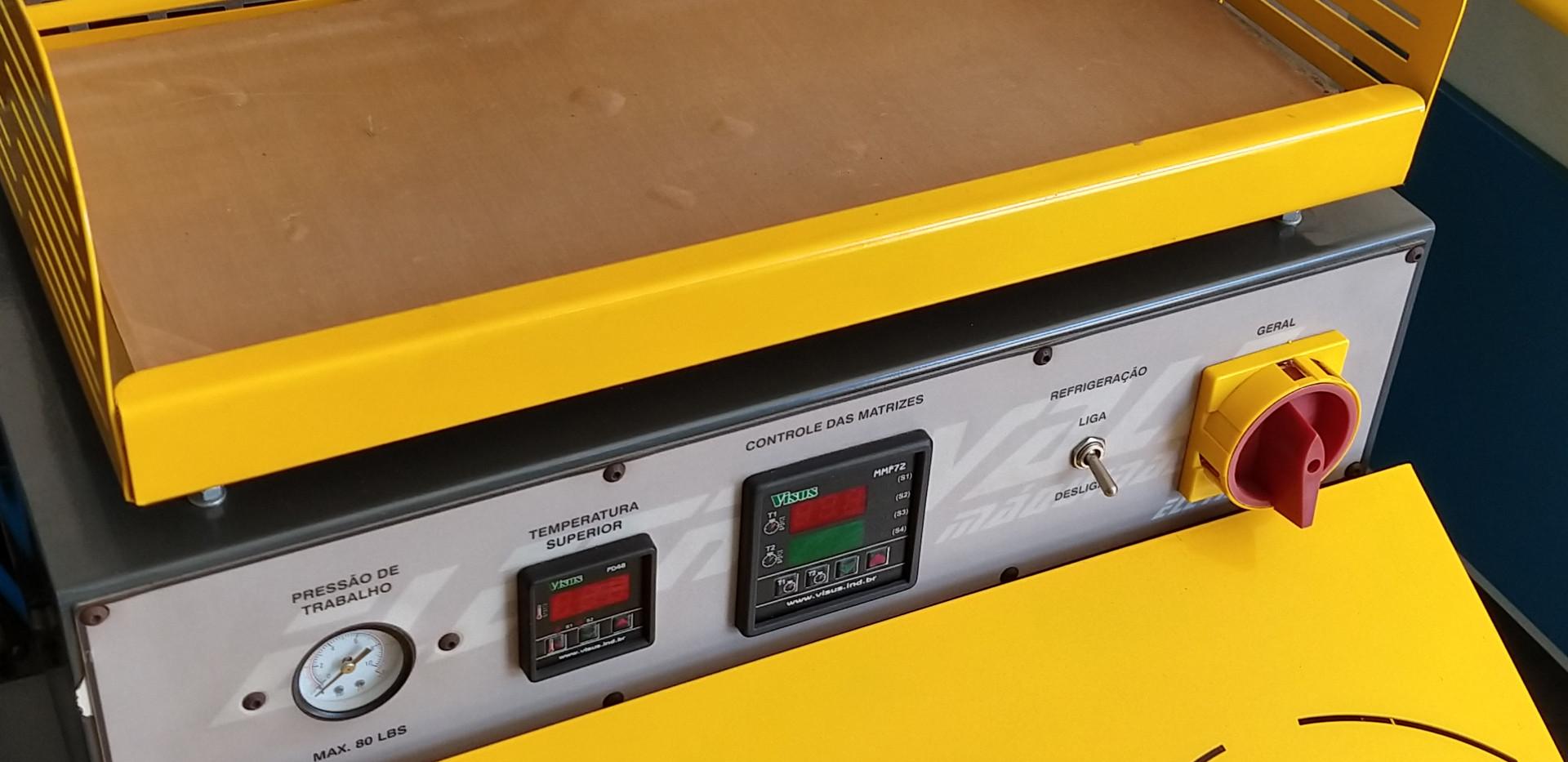 Máquina de Moldar Contra Forte Gelada c/ Mesa para Amolecer o Contra Forte Mod. RE-110