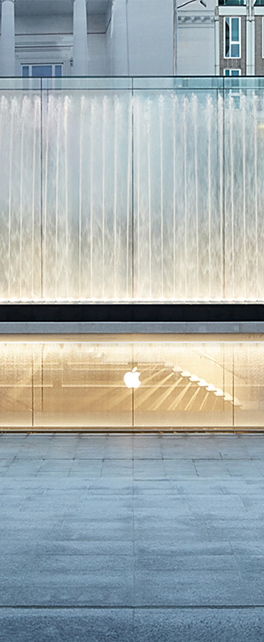 Apple-Piazza-Liberty_piazza-center-steps