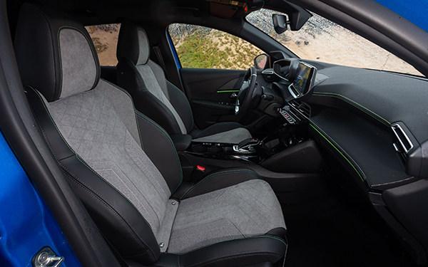 PEUGEOT_e208_interior1.jpg