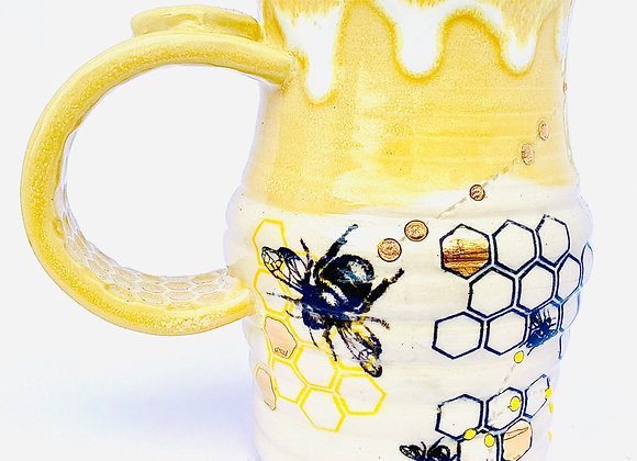 Gold accented bee mug 8oz