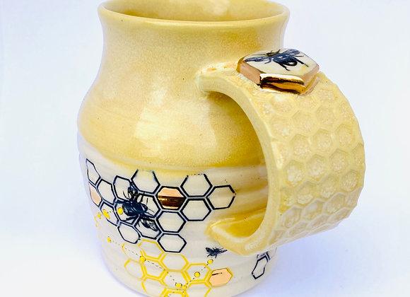 Gold accented bee mug 12oz