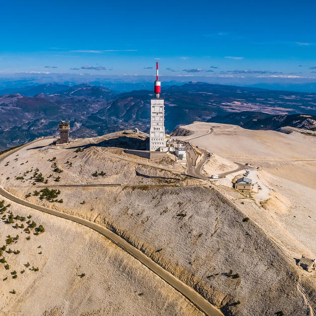 Le mont Ventoux (à 68km)