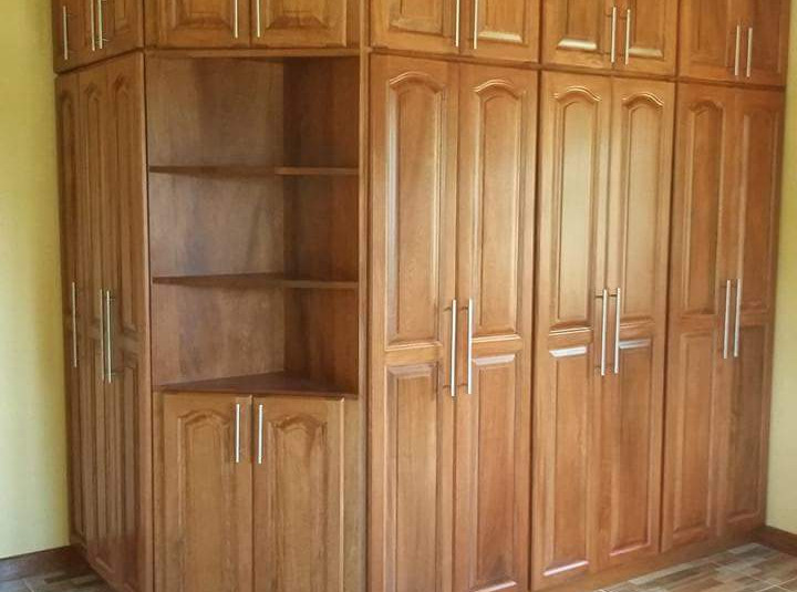 closet grande en madera.jpeg