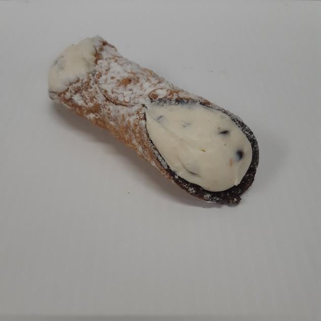 Chocolate Chip Ricotta Cannoli