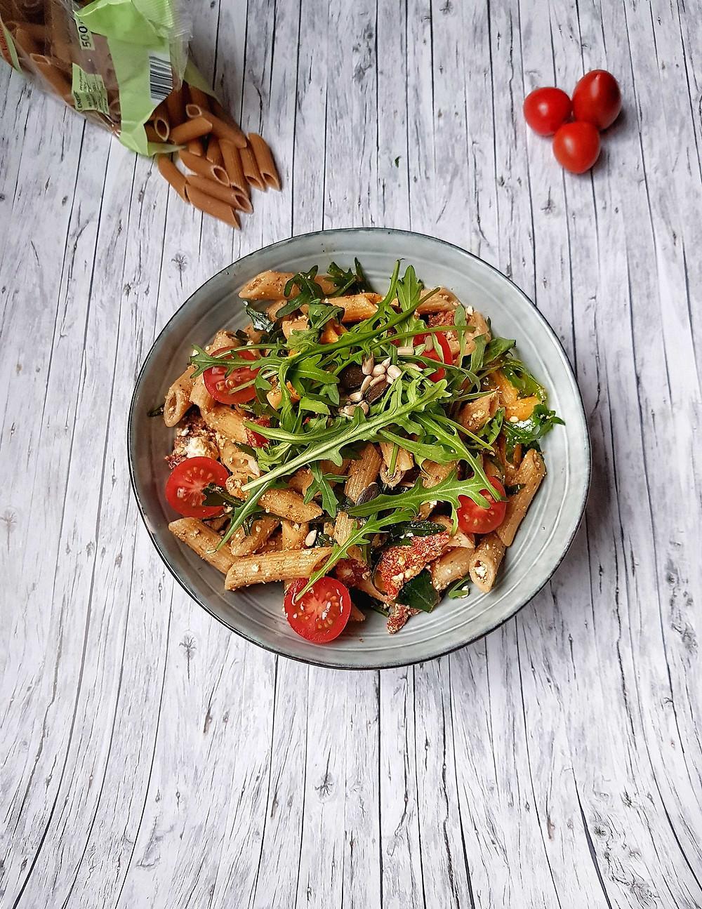 nudelsalat, pestosalat, pastasalat, mediterran, Salat, frisch, gesund, Frühling, Grillsaison, Partyrezept, Crowdfeeder, Grillrezept