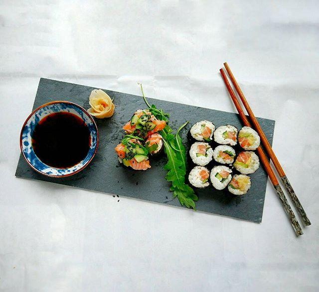 Simple Sushi Plate 🍣__Es war mal wieder an der Zeit für selbstgemachtes Sushi! Damals hab ich mit m