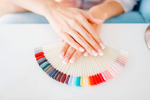 female-hands-and-colorful-nail-varnish-p