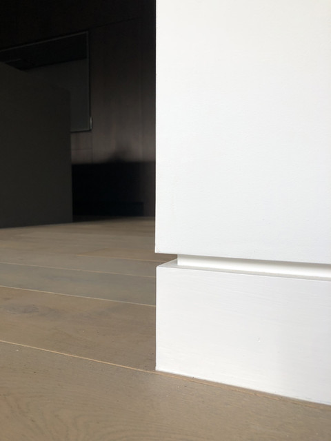 Flush skirting shadow gap detail modern architecture in Haslemere