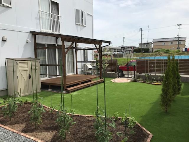 お庭と菜園花壇