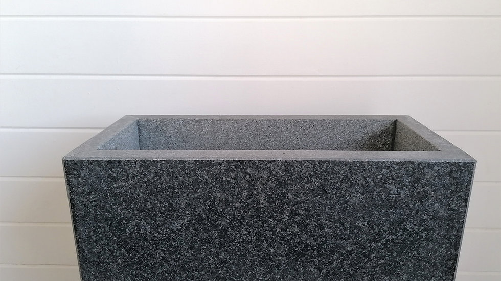 handgefertigter Blumentrog Granit dunkel