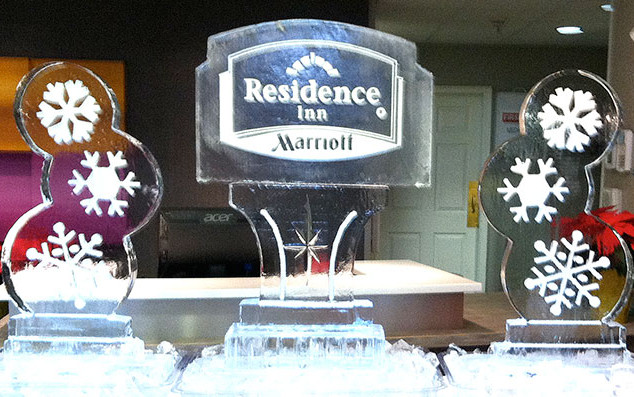 Ice-Sculpture-Marriott-Logo-and-Two-Snow