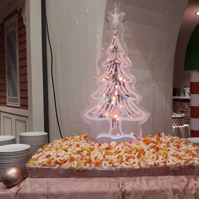 Food-Ice-Sculpture-Lighted-Xmas-Tree-wit