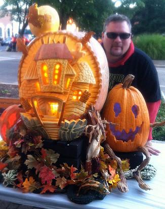 Pumpkin-Carving-Haunted-House-Display-wi