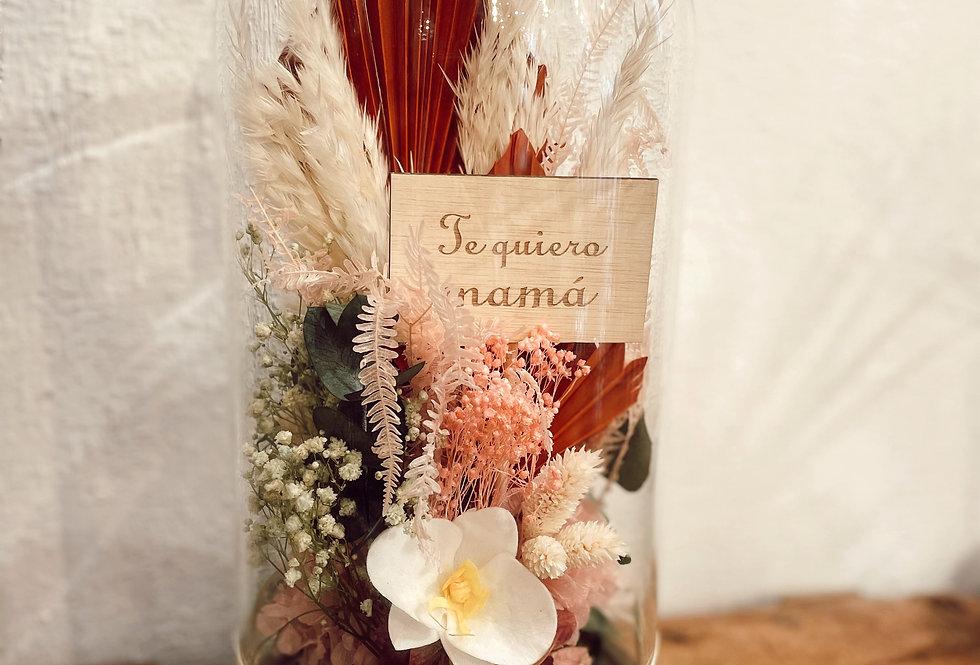 Cúpula con flores preservadas